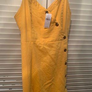 American Eagle Yellow Faux Button Dress!